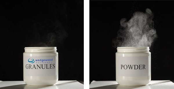 Regular powder compared to low-dust granules